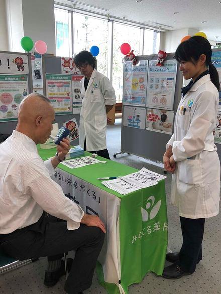 無料肺年齢測定(COPD予防普及啓発活動) 「結核予防パネル展&肺の健康チェック」のお知らせ 実施記録(写真)2